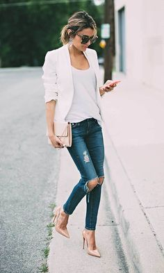 Best 101 Style Blazer Outfit Ideas If somebody wants to appear classy and be… Style Blazer, Look Blazer, Cream Blazer Outfit, Cute Blazer Outfits, Outfit Jeans, Casual Chic Outfits, Casual Chic Fashion, Smart Casual Outfit Summer, Feminine Fashion