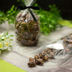 Die leckeren, kohlenhydratarmen gebrannte Erdnüsse im Sesammantel sind einfach in der Herstellung und durch den Xucker kalorienärmer und gesünder.