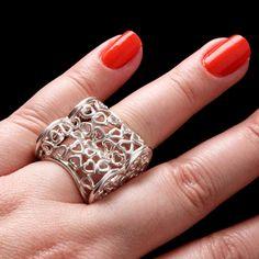 Anel de Prata Vazado em formato de coração. http://www.soprata.com.br/anel-de-prata-coracao---33096-32143.aspx/p