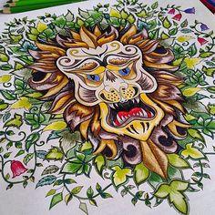 """GENTE!!!! Mais um ⓔⓕⓔⓘⓣⓞ novo que eu estou apaixonada!!! Olhem bem!! A @mademoisellevoyage enviou pra gente essa foto explicando como ela faz!!! Então lá vai a ⓓⓘⓒⓐ : """"Pintei esse desenho usando somente lápis de cor aquarelavel da Faber Castell, com uma prancheta embaixo (dica q já demos aqui), para deixar a cor mais viva. Utilizei todos os tons possíveis de cada cor, e a técnica foi colorir com a ponta bem fininha do lápis e ir imitando um xadrez, para dar efeito de luz e sombra ao…"""