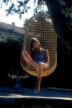 I used to have a hanging chair and sold it a few years ago....how I regret that decision now!!