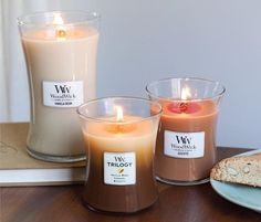 Faites le plein d'odeurs gourmandes...( @woodwick_candles ) #woodwick #woodwickcandle #biscotti #vanille #vanilla #hourglass #candle #flamme #trilogy #lifestyle #fecor #decoration #homesweethome #brown #gateau #patisserie #woodwickcandles #wick #bois #crépite #biscotte #breakfast #senteur #fragrance #love #picoftheday