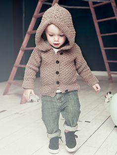 Knit-kit Baby Hoodie. Från vår babykollektion i ekologisk bomull. Bomull, stickor och stickbeskrivning.