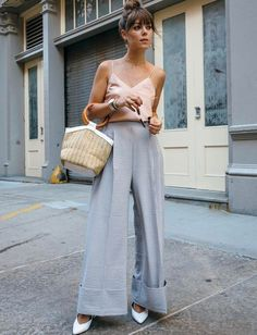 Pantalon ultra large + délicat caraco + chignon haut = le bon mix (photo Jenny Cipoletti)