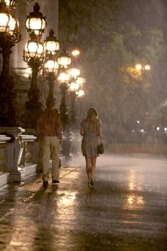 Midnight in Paris? Woody Allen latest film is an ode to Paris. Here is an imaginary interview with a star called Paris about the shooting. Anouk Filippini exclusively reporting for Mad about Paris. Walking In The Rain, Singing In The Rain, Rainy Night, Rainy Days, Night Rain, Rainy Weather, Midnight Paris, I Love Rain, Travel Movies