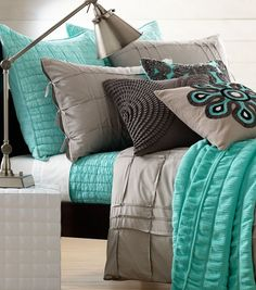 Gray & Aqua.... Need this bedding!