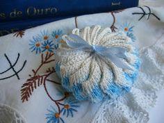 coleção edição revista Mãos de Ouro:     sachês de crocheencontrei em uma feira de artesanato de rua     Sabonete Francis redonda foi a...