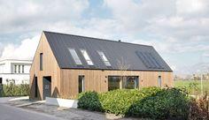 Modern minimalist house located in Amersfoort, Netherlands, designed in 2016 by Architecten Studio-PLS. Modern Wooden House, Modern Barn House, Larch Cladding, House Cladding, Timber Architecture, Timber Buildings, Barn House Conversion, Barn House Design, Modern Minimalist House