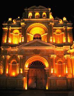 disfruta-de-las-iglesias-y-conventos-en-antigua-guatemala-de-noche