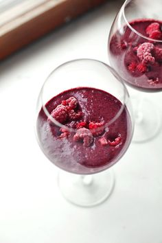 Lempismoothieni  I had such a sugar hangover this morning from all the bakings That I have done so it was time for a non sugary smoothie. I use buttermilk and frozen berries blended together, without any excess sweetening. Simple, quick and delightfully sour.