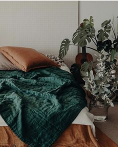 Green Bedding, Bedroom Green, Dream Bedroom, Bedroom Inspo, Bedroom Decor, Bedroom Inspiration, Bedroom Ideas, Emerald Green Rooms, Aesthetic Room Decor