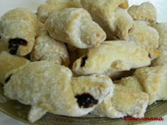 Cornulete Sucevene (ROM rugelach) 250 g butter sour cream 1 t dry yeast flour pinch salt jam or preserves powdered sugar Romanian Desserts, Food Cakes, Dry Yeast, Sour Cream, Cake Recipes, Muffin, Sweets, Bread, Cookies