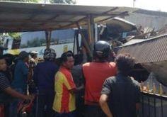 Ta Ada Korban Nyawa Bus Nyeruduk Rumah Warga di Pasuruan Tribratanews Polda Jatim