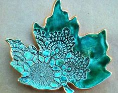 Ceramic leaf trinket dish moss green with gold edging soap etsy marbled clay trinket dish Hand Built Pottery, Slab Pottery, Ceramic Pottery, Ceramic Plates, Ceramic Art, Diy Soap Dish Holder, Art Clay, Slab Ceramics, Handmade Stamps