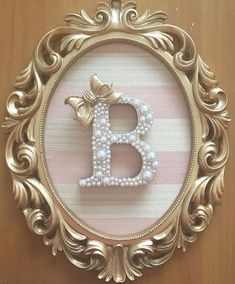 Enfeites de porta Diy Letters, Wooden Letters, Decoration Buffet, Baby Frame, Princess Room, Button Art, Box Frames, Baby Decor, Girl Room
