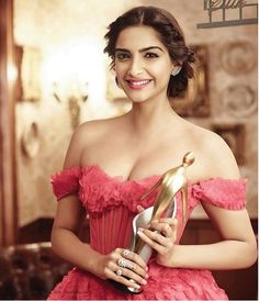 Sonam Kapoor, also known by her married name Sonam Kapoor Ahuja, is an Indian actress who appears in Bollywood films. Bollywood Actress Hot Photos, Indian Bollywood Actress, Bollywood Girls, Bollywood Fashion, Bollywood Style, Beautiful Girl Indian, Most Beautiful Indian Actress, Beautiful Actresses, Gorgeous Lady