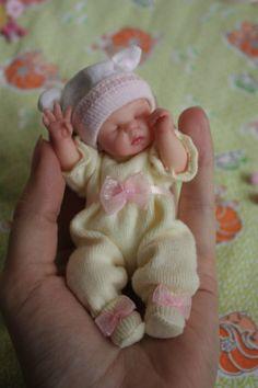 Ценители реборнов (кукла реборн) Small Baby Dolls, Real Life Baby Dolls, Realistic Baby Dolls, Cute Baby Dolls, Tiny Dolls, Reborn Toddler Dolls, Newborn Baby Dolls, Reborn Dolls, Reborn Babies