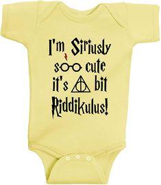 Baby Harry Potter, Harry Potter Enfants, Harry Potter Baby Clothes, Harry Potter Baby Shower, Funny Baby Clothes, Funny Babies, Cute Babies, Harry Potter Nursery, Harry Potter Shirts