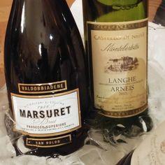 Proseccoa ja Arneisia Italiasta. #valkoviini #viini#wines#winelover#winegeek#instawine#winetime#wein#vin#winepic#wine#wineporn herkkusuu #lasissa #Herkkusuunlautasella