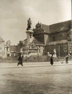 Krakowskie Przedmieście. Pomnik Adama Mickiewicza został odsłonięty 24 grudnia 1898.   Z archiwum Michaiła Zołotariewa