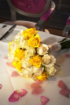 How beautiful is this yellow bouquet for a spring wedding? See more here: http://www.StyleConcept.gr/en