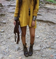 Amanda Sanft styled up to bohemian perfection, as usual. Such a cool look. Great accessories!