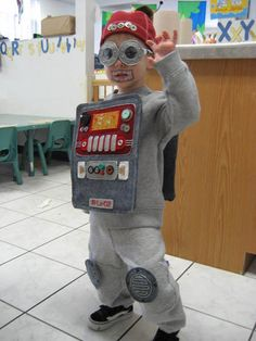 1000 images about robot costume for halloween on for Robotic halloween decorations