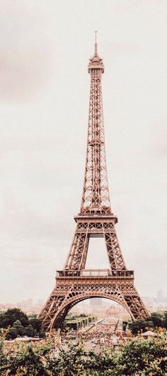 Paris is always a good IDEA. Looks beutiful. I wonder how it looks from the top.