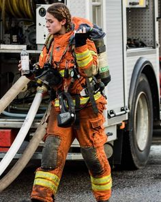 @kvinnorinomraddningstjansten - Gör som @joidajo och läs den tvååriga utbildningen SMO (skydd mot olyckor) för att sedan börja jobba som… Firefighter Humor, Female Firefighter, Volunteer Firefighter, Hot Firefighters, Firemen, Flight Girls, Career Inspiration, Fire Apparatus, Girls Uniforms
