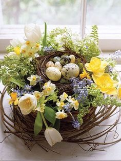 Spring Into These Easter Craft Projects Spring Birds, Spring Flowers, Easter Flower Arrangements, Easter Table Decorations, Easter Centerpiece, Easter Decor, Easter Ideas, Egg Decorating, Easter Party
