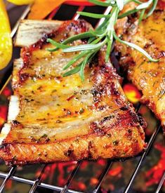 Coaste de porc picante   Retete culinare - Romanesti si din Bucataria internationala Romanian Food, Tandoori Chicken, My Recipes, Barbecue, Bacon, Good Food, Food And Drink, Pork, Keto