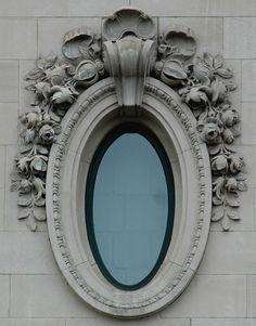 l'oeil de boeuf oval window