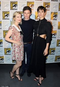Actors Alison Sudol, Eddie Redmayne and Katherine Waterston attend. Alison Sudol, Harry Potter Films, Harry Potter World, Eddie Redmayne, Crimes Of Grindelwald, Aesthetic People, Fantastic Beasts And Where, Actors, Movies Showing