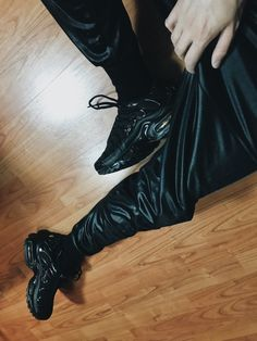 Mens Leather Pants, Leather Jacket With Hood, Biker Leather, Nike Tn, Tracksuit Pants, Air Max Plus, Young Fashion, Jogging, All Black Sneakers