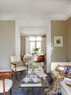 Más de 60 ideas para renovar tu casa con poco dinero Ikea, Beige, Oversized Mirror, Sweet Home, Living Room, Furniture, Home Decoration, Environment, Ceilings