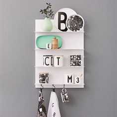 Design Letters' White Paper wall shelf features thin steel shelves that give it a lightweight and streamlined expression. The minimalist, geometrical shelves are perfect for storage and decoration in the living room, kitchen, hallway and bedroom alike. Wall Shelf Unit, Wall Shelves, House Doctor, Storage Shelves, Shelving, Storage Ideas, Lettering Design, Design Letters, Collections Of Objects