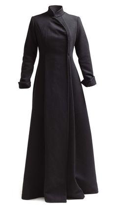 Abrigo largo corte japonés | Yono Taola Abaya Fashion, Muslim Fashion, Fashion Dresses, Vestido Batik, Estilo Abaya, Fit And Flare Coat, Mode Hijab, Elegant Outfit, Lolita Dress
