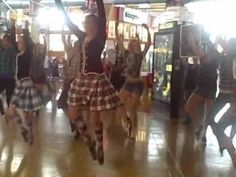 Rocky Mountain Highland Dancer's FLASH MOB @ flatirons:) - YouTube