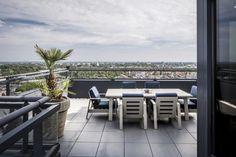 Project penthouse - Hoog ■ Exclusieve woon- en tuin inspiratie. Outdoor Furniture Sets, Outdoor Decor, Art Of Living, Outdoor Living, Conference Room, Villa, Exterior, Patio, Design