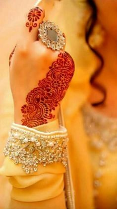 henna mehndi indian bollywood bride - I would love to have this even if I'm not getting married. Tattoo Henna, Henna Mehndi, Henna Art, Hand Henna, Henna Hands, Latest Bridal Mehndi Designs, Mehandi Designs, Heena Design, Tattoo Designs