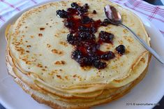 Reteta simpla de clatite - reteta de baza   Savori Urbane Romanian Food, Crepes, Pancakes, Biscuits, Sweet Tooth, Deserts, Goodies, Easy Meals, Sweets