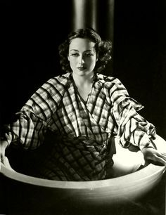 Joan Crawford - Photo by George Hurrell (1935)