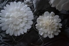 DIY: SNÖBLOMMA | leitntos Paper Christmas Decorations, Christmas Paper, Simple Christmas, Christmas World, Christmas Time, Holiday, Diy Crafts For Kids, Christmas Crafts, Christmas Ornaments