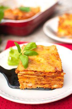Lazania (Lasagne bolognese) Lazania Recipe, Bolognese, Cornbread, Cake Recipes, Tasty, Truck Design, Dishes, Cooking, Ethnic Recipes