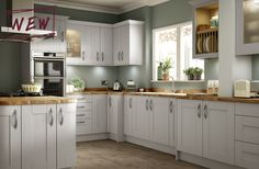 Strong, bold tones of grey painted timber make this kitchen stand out from the crowd ‐ and combines perfectly with stainless steel effect ringed bar handles. The smooth paint finish is given a final top coat of clear lacquer to give added protection.