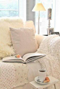 Villa ✪ Vanilla: all whites Cozy Cottage, Cozy House, Cottage Style, Rustic Cottage, Cottage Living, Villa Vanilla, Style Shabby Chic, Cozy Corner, Coffee Corner