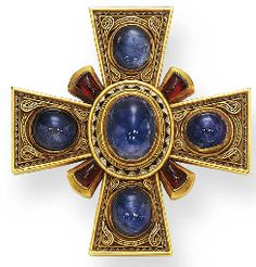 AN ANTIQUE SAPPHIRE, GARNET AND GOLD MALTESE CROSS BROOCH,CA 1870