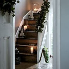 ferien tisch Scandi Christmas decorations: 15 ideas to hygge up your home this festive season Scandi Christmas Decorations, Christmas Greenery, Scandinavian Christmas, Simple Christmas, Winter Christmas, Christmas Home, Seasonal Decor, Holiday Decor, Xmas