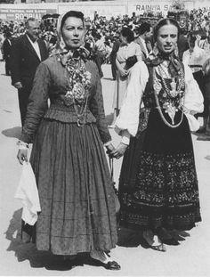 Traje de Meia Senhora*  Viana do Castelo, Portugal, c. 1950
