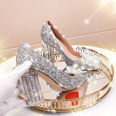 Silver Outfits, Espadrilles, Wedding Pumps, Color Plata, Thick Heels, Crystal Wedding, Types Of Shoes, Heeled Boots, Marie